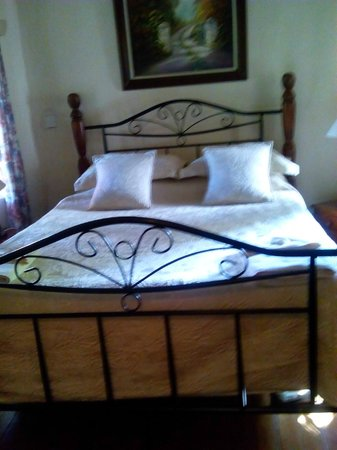 Brackenhurst Hotel & Conference Centre: Comfy bed