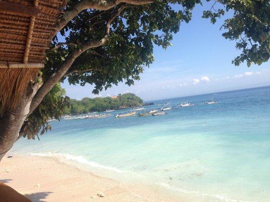 Song Lambung Beach Hut: The beach