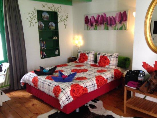 Tulip of Amsterdam B&B: bequemes Bett