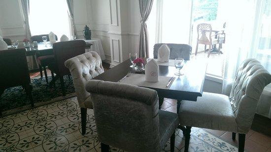 Dhavara Hotel: Where I seat myself for breakfast