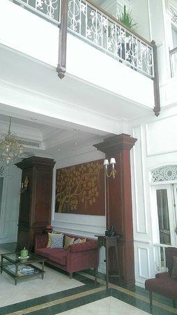 Dhavara Hotel: Waiting area