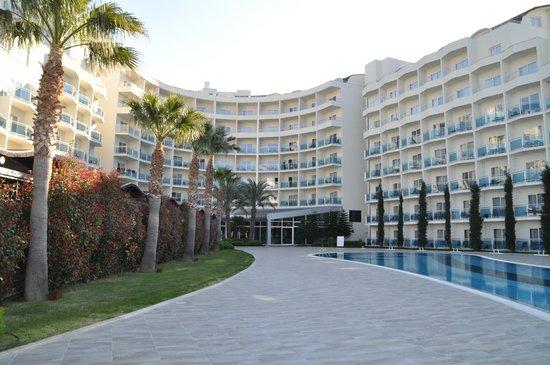 Sealight Resort Hotel: groot zwembad met panoramma op zee