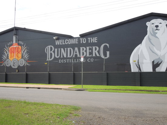 Moore Park Beach Motel: Visit the Bundaberg Rum distillery