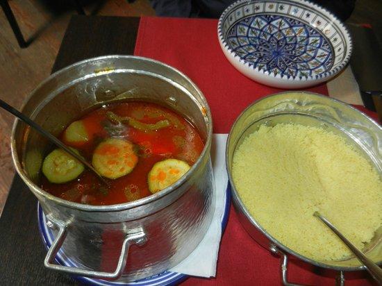 Un thé sous le figuier: Bouillon et couscous irréprochables