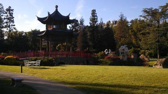 Four Seasons Hotel Westlake Village : Amazing Asian Pagoda