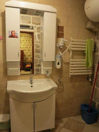 Hostel Old Town: Bathroom