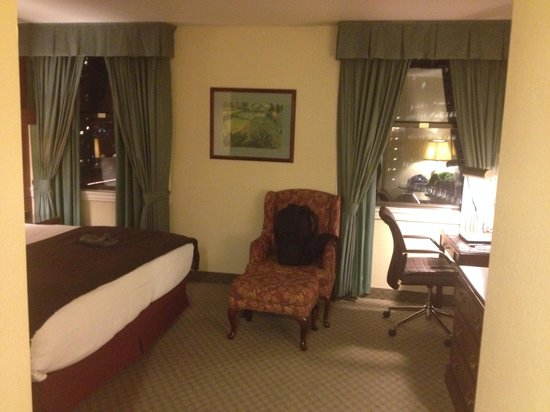 The Roosevelt Hotel : Room from Entry, not counting hidden walk in closet