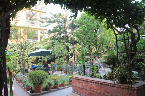 Hotel Ganesh Himal: Lovely garden where we usually have breakfasts