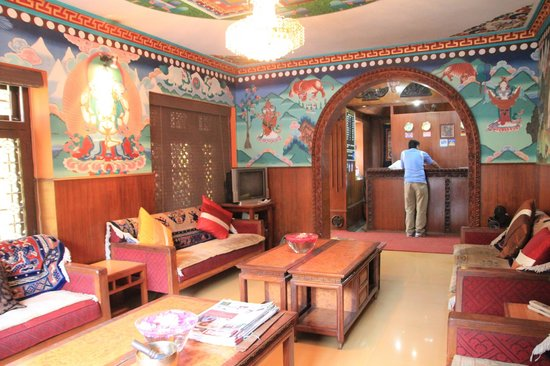 Hotel Ganesh Himal: Nepalese touch on the lobby area