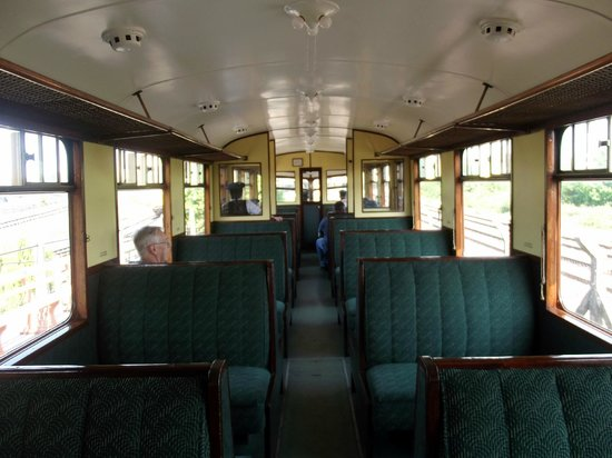 Didcot Railway Centre: GWR Railcar 22's interior