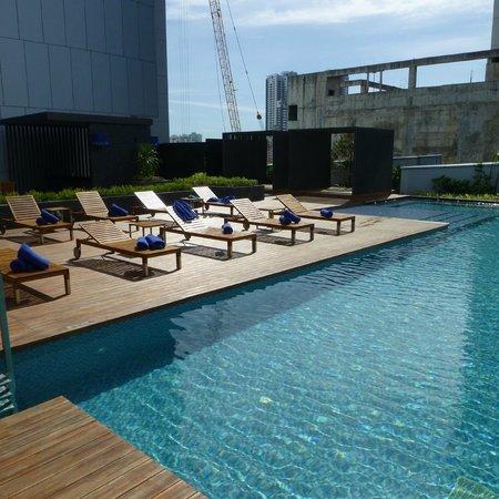 Radisson Blu Plaza Bangkok: Pool area