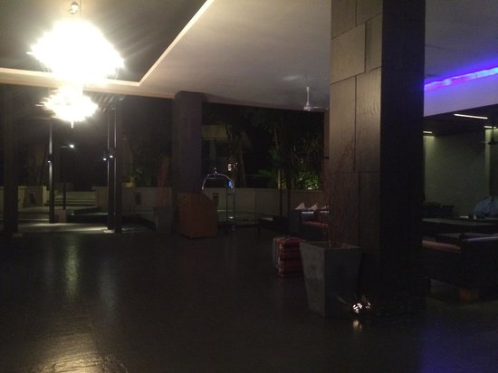 Novotel Phuket Kata Avista Resort and Spa : Reception area at late night when we arrived