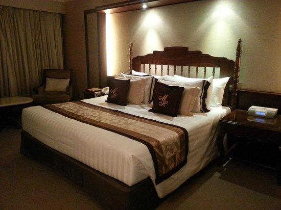 The Manila Hotel: Hotel Room
