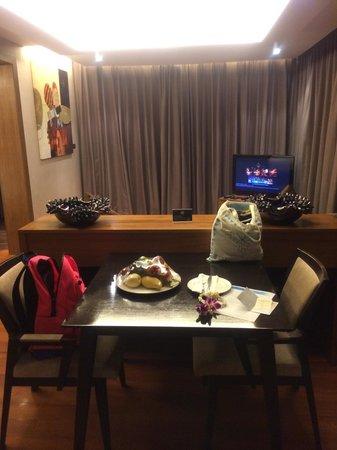 Novotel Phuket Kata Avista Resort and Spa : Our living room in the suite