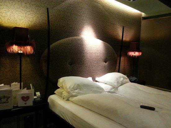Hotel Palazzo Barbarigo Sul Canal Grande: Our bed