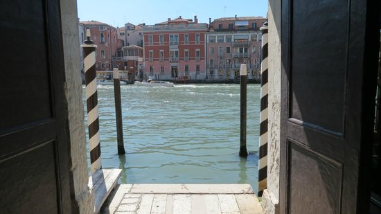 Hotel Palazzo Barbarigo Sul Canal Grande: The entrance on to the Grand Canal from the hotel