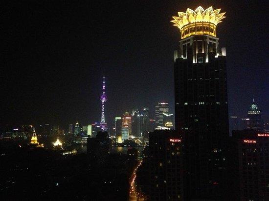 Salvo Hotel Shanghai: Вид из номера на 31 этаже