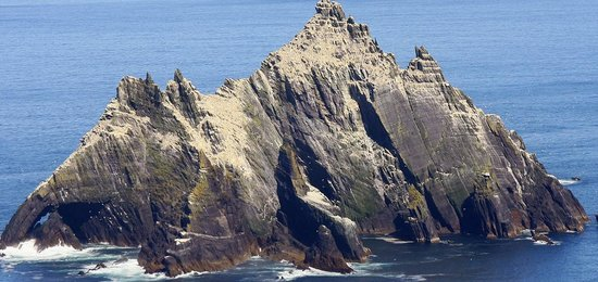 Portmagee, Ирландия: Small Skelligs  home to the second largest colony of Gannets in the world
