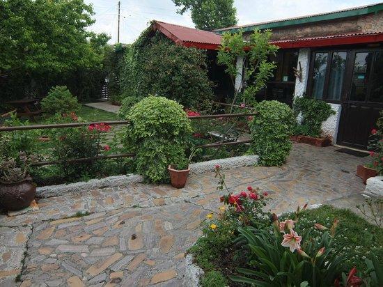 Mountain Trail Resort: Garden