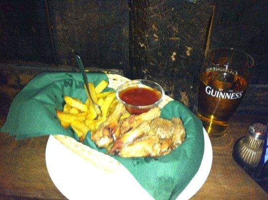 O'Sheas Irish Pub & Biergarten: Le famose patate fritte