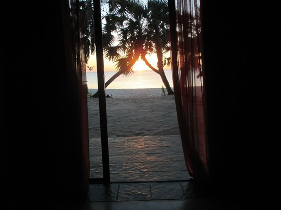 Pestana Bazaruto Lodge: the view with the sunset from your bed
