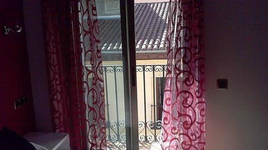Madrid City Rooms: Ventana con balcon