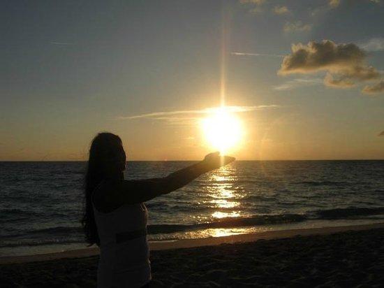 Hotel Colonial Cayo Coco : salida del sol en la playa