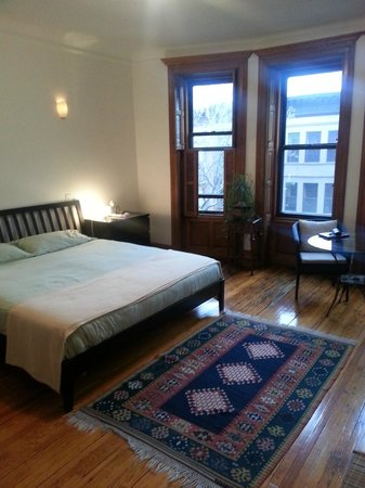Easyliving-harlem: Spacious bedroom