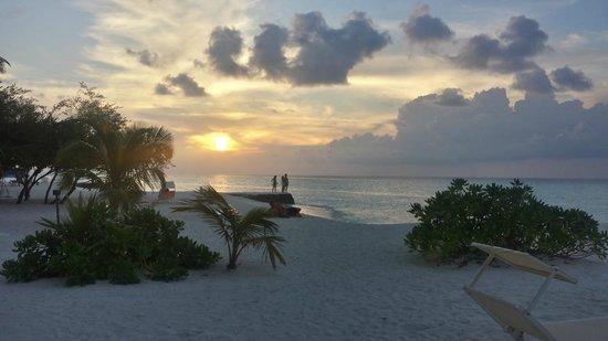Alimatha Aquatic Resort: tramonto