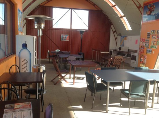 Haast River Motels & Holiday Park: Dining Area in Romney Shed