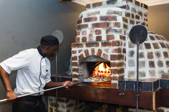 Shangri-La Country Hotel & Spa: Our pizza oven