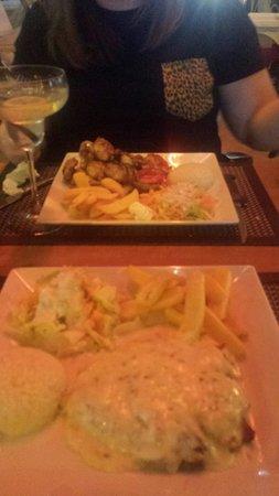 Kibele Restaurant: Creamy garlic chicken with rice and chips And Chicken wings with rice chips and salad beautifu
