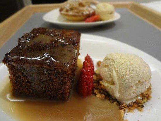 Rendezvous Hotel Melbourne: Room Service - Desserts!