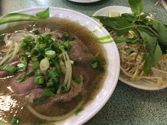 Pho Phu Quoc Vietnamese Restaurant: rare beef pho 9/10