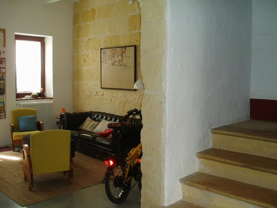 Hotel Ses Sucreres: Recepción del hotel y escaleras de la gran casa