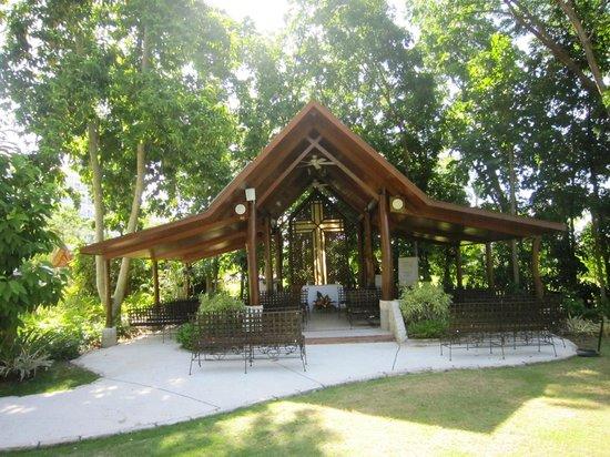 Shangri-La's Mactan Resort & Spa: 戶外小型多功能教堂