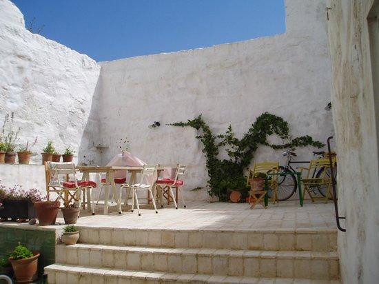 Hotel Ses Sucreres: Patio, para descansar o desayunar