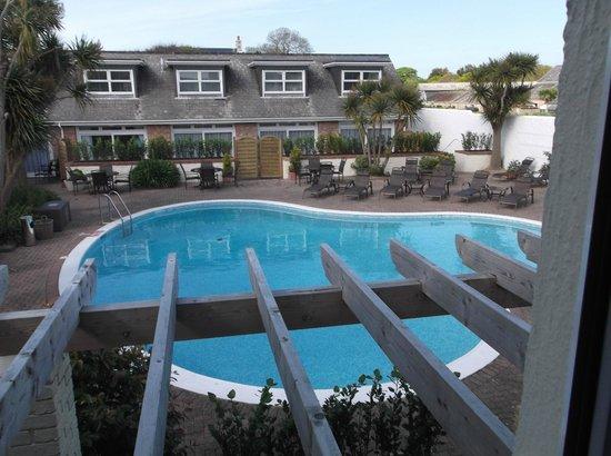 Hotel La Place: Pool view