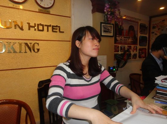 Hanoi Old Town Hotel: Anna on Reception Area