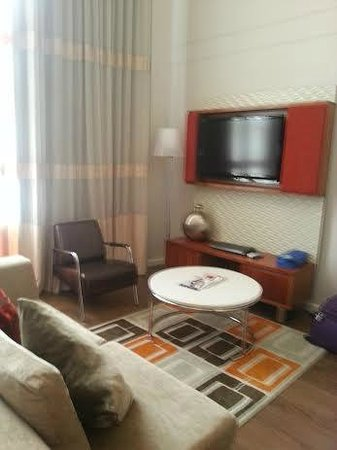 DoubleTree by Hilton Cape Town - Upper Eastside: LOUNGE AREA