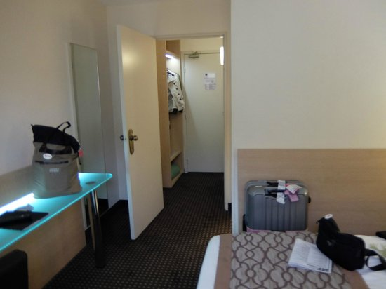 Hotel Apogia Nice: ホテル アポジア ニース ・・・内ドアにびっくり
