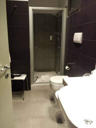 Hotel Palace: Indoor bathroom