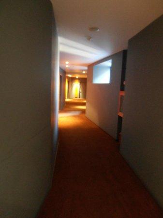 Sarroglia Hotel: Corridor