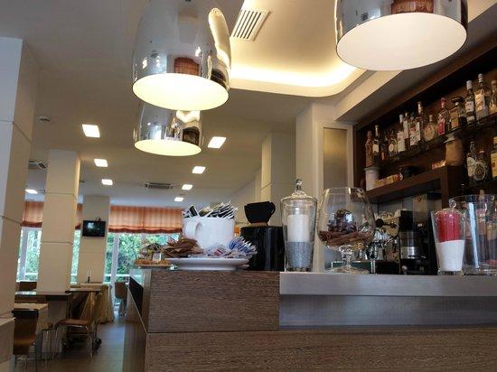 Hotel Palace: Breakfast room & Bar
