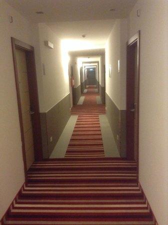 B&B Hotel Trento: Corridoio al piano