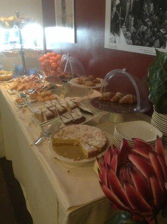 B&B Hotel Trento: Buffet colazione (parte)