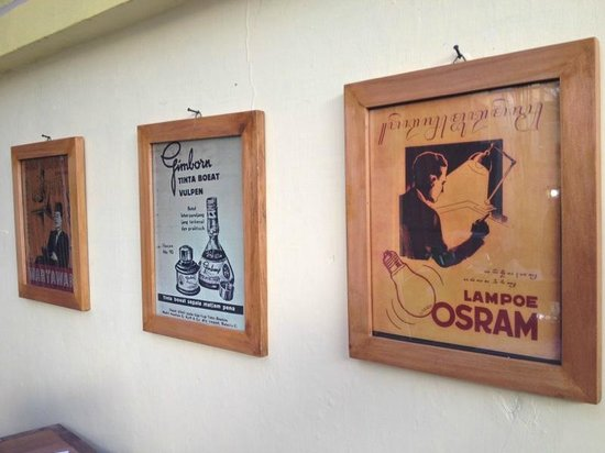 Warung Heru: We looove vintage artworks