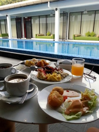 The Villa Langkawi: Having breakfast next to the pool.