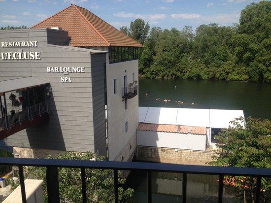 Hôtel Le Moulin De Madame : Accueil avec vu sur le lot