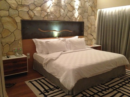 TS Suites Leisure Seminyak Bali: Bedroom